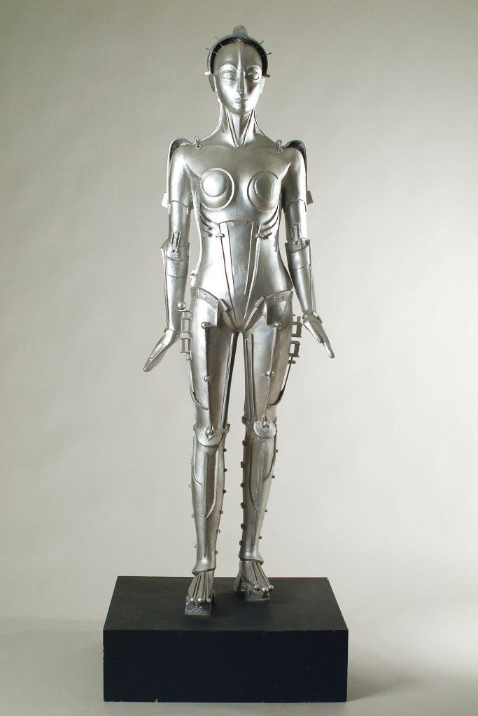 Metropolis Walter Schulze- Mittendorff Copie, réalisée par Moulages du Louvre en 1994, de Maria, le robot du film Metropolis (1926) de Fritz Lang Résine peinte, 190 × 74 × 59 cm Paris, Cinémathèque française