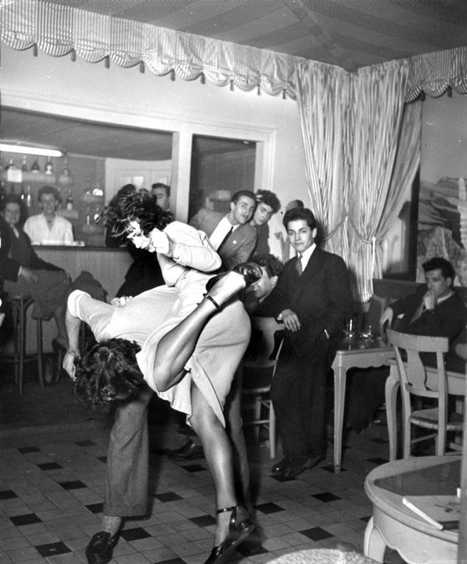 Paris Hotel De Ville Dancer